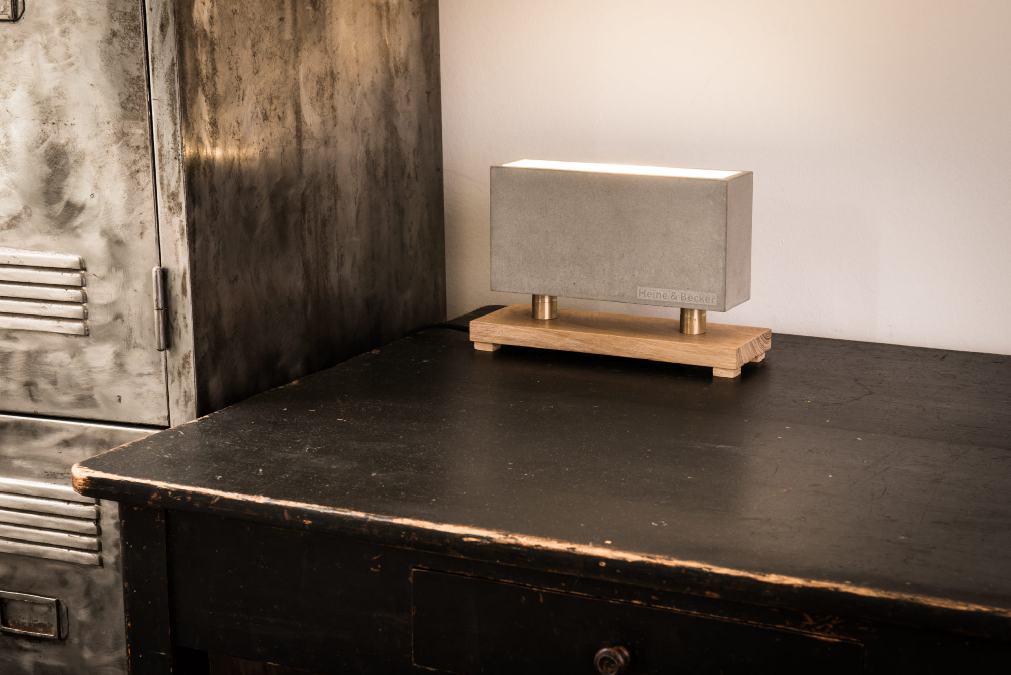 Beton-Wandfluter CARLO aus der Heine & Becker Manufaktur
