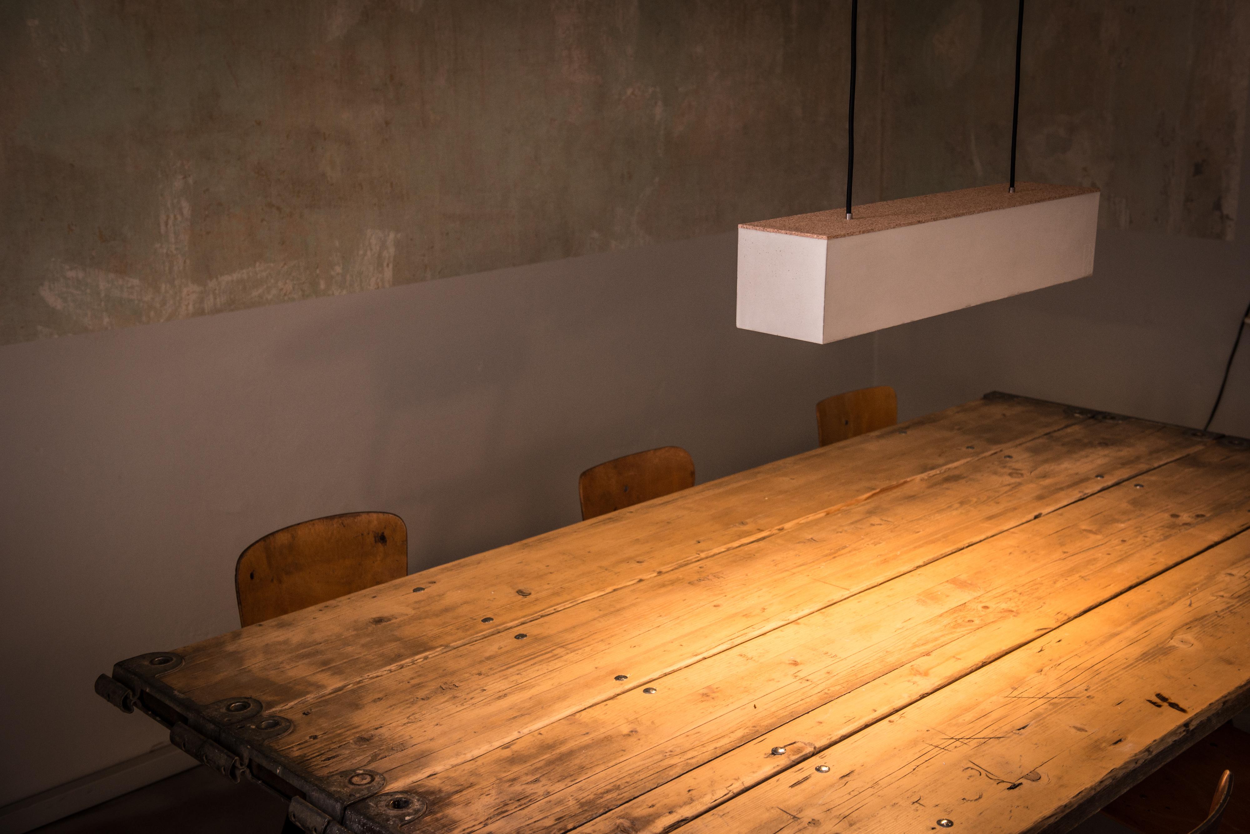 Beton-Hängeleuchte FRIEDRICH aus der Heine & Becker Manufaktur