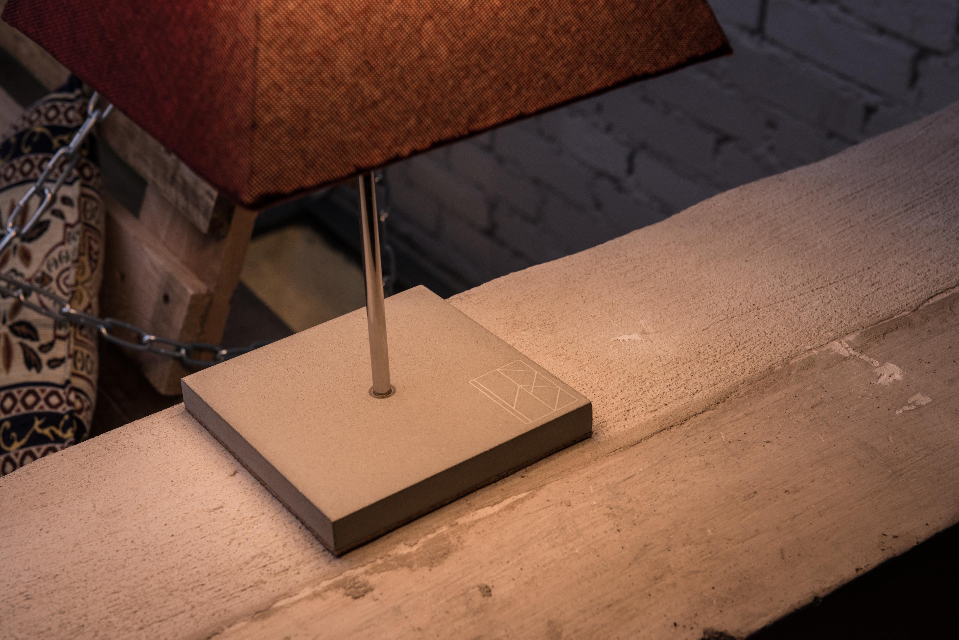 Beton-Stehleuchte ELINA aus der Heine & Becker Manufaktur