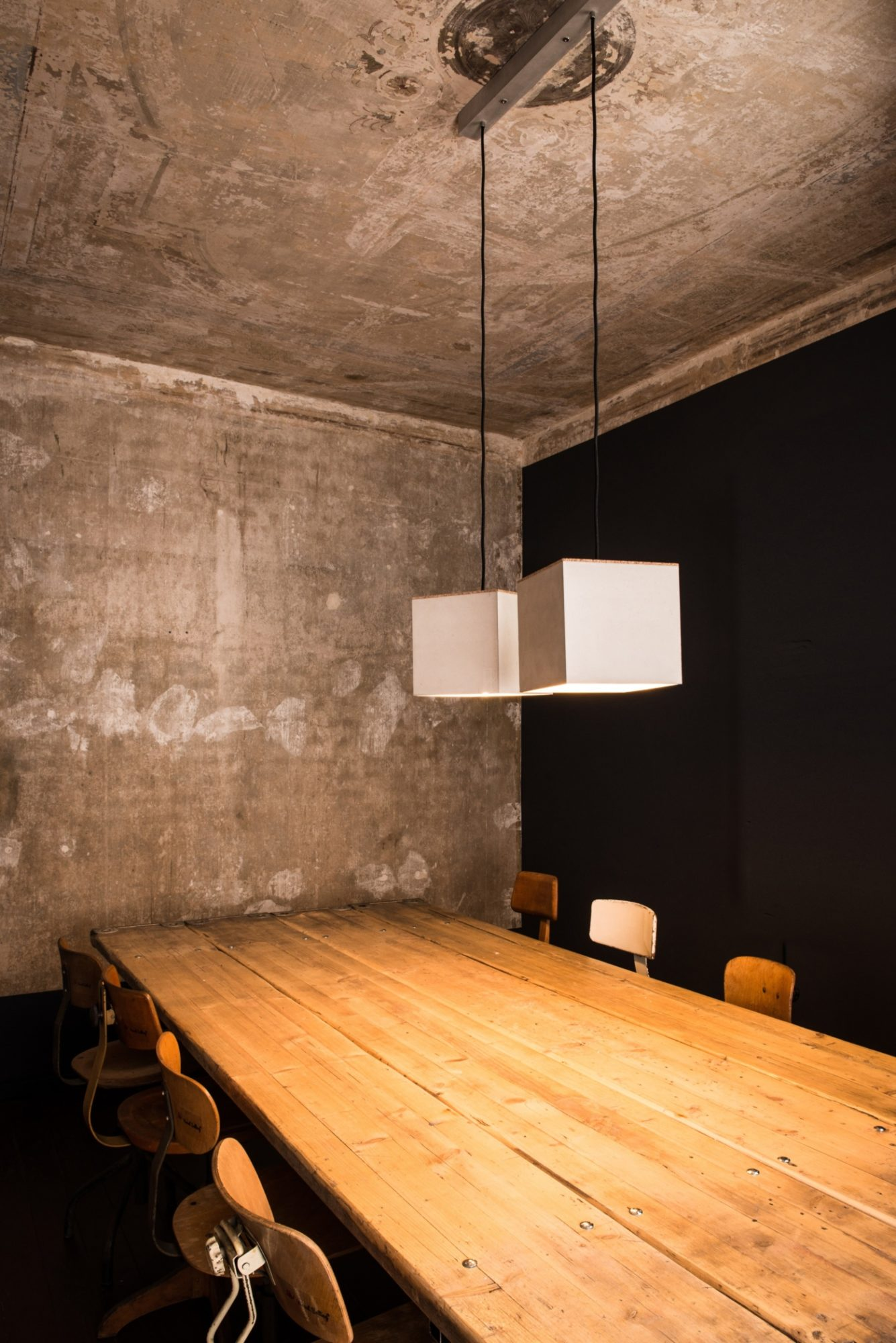 Beton-Pendelleuchte ARTHUR aus der Heine & Becker Manufaktur