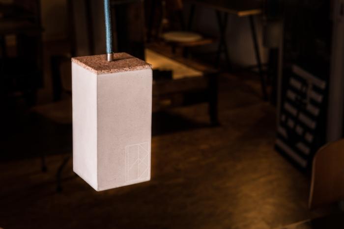 Betonlampe, Beton-Spot ZOE aus der Heine & Becker Manufaktur, Lichtspot